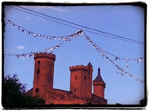 Foix (Ariège) En arrivant dans la ville, superbe vue sur les 3 tours du château.