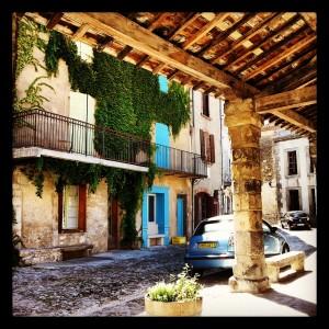 Lagrasse (Aude) Está dentro de la Asociación de los pueblos más bonitos de Francia!