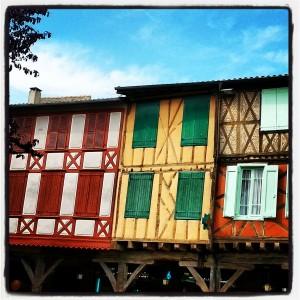 Mirepoix (Ariège) Muy bonita plaza!