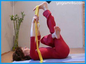 yogamrita_etirement_genou_tendu_sangle