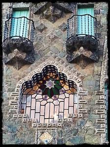 Detalle de la fachada principal de la Torre Bellesguard