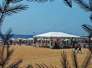 Chiringuito (bar) sur la plage de Montgat.