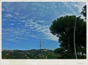 Vue sur Barcelone depuis la Cartera de les Aigües.Tour de Collserola