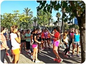 Cristina Mitre en medio de las Runners